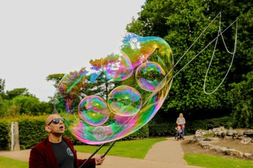 Bubble Man Helps Poorly Children