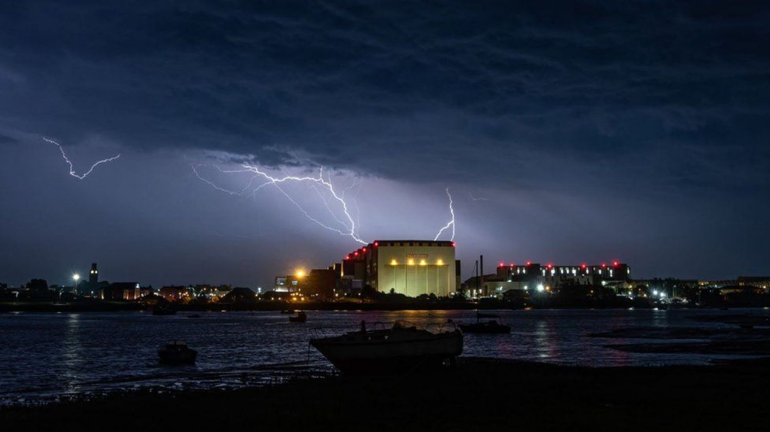 Lightening and thunderstorms causes chaos over UK - more to follow....